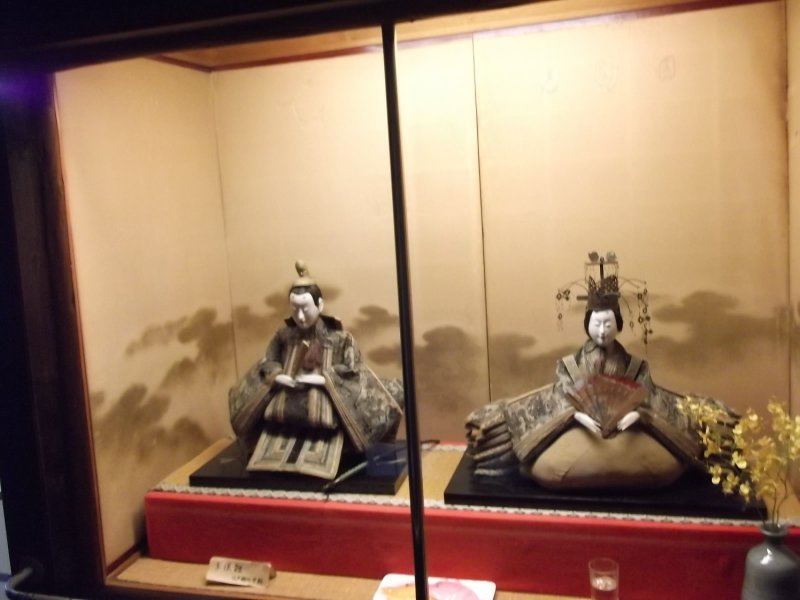 <p>Checking in? A welcome from some samurai mannequins</p>