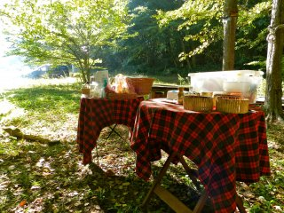 The adorable picnic tables laden with food and coffee.