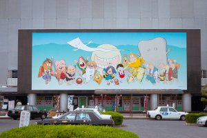 งานศิลป์ชิ้นใหญ่ยักษ์ บนกำแพงอาคารท่าเรือเฟอร์รี่