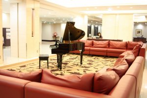 Phòng khác để ngồi tận hưởng piano tự chơi