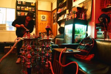 <p>The staff using a vacuum to set up the shisha. Trust the Japanese to find the most efficient way to do things!</p>