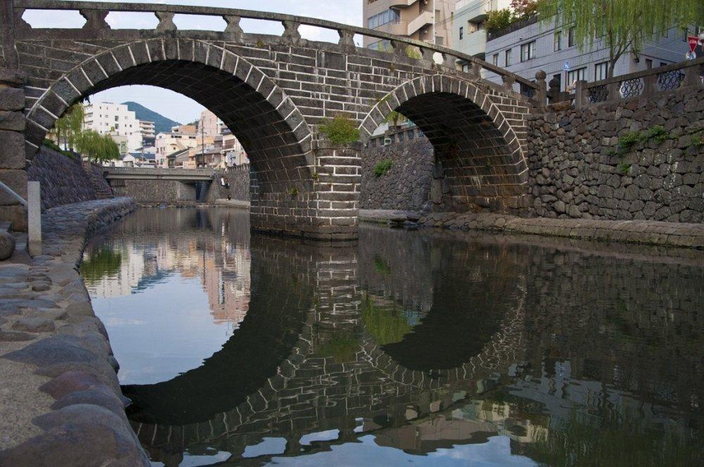 Megane-bashi vu du côté gauche de la rivière