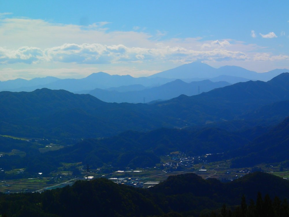 Looking down into Saragakyo