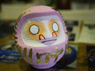I chose a pink Daruma doll with the kanji: grant wish (kanau)叶