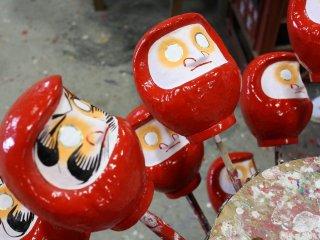 ตุ๊กตาดารุมะแบบหน้าเปล่าพร้อมลงลายโดยโนริตะ-ซัง