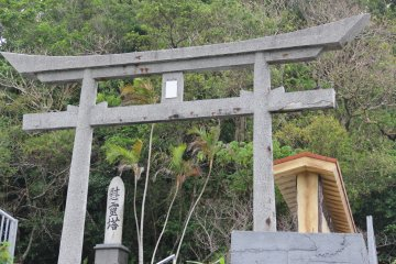 <p>You&#39;ll know you&#39;re in the right place once you see this memorial which adjoins the site</p>