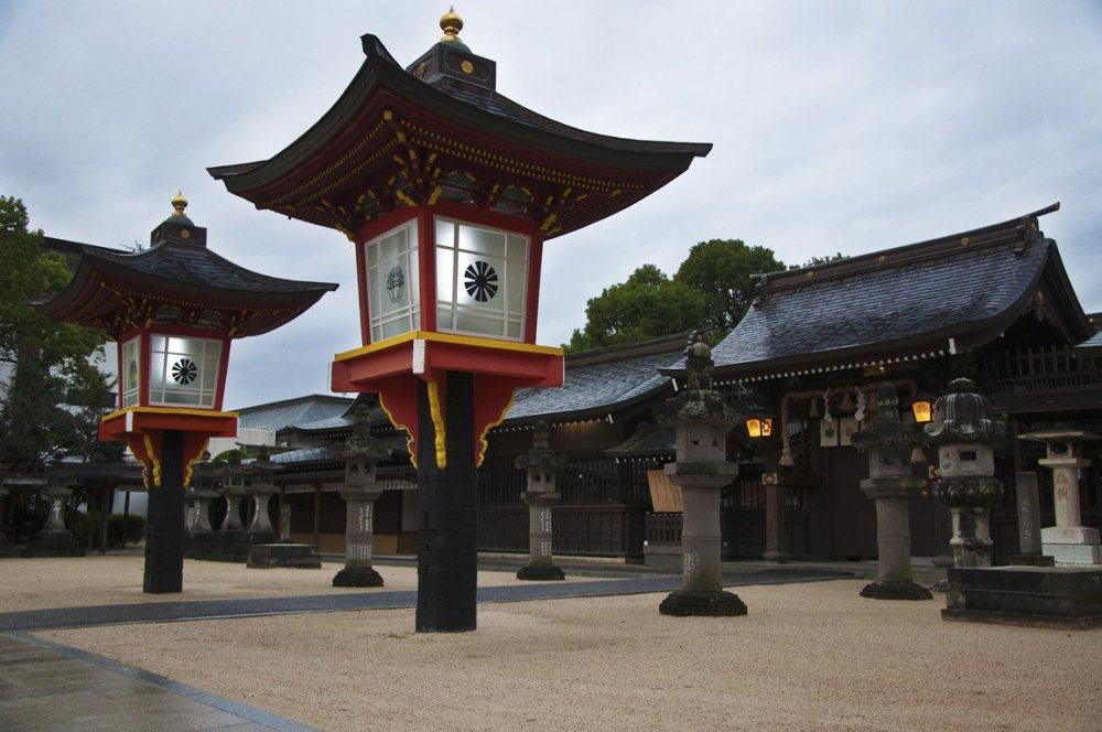 朱塗りの大灯篭。松原神社にて。