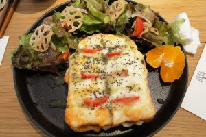 """The """"bread"""" lunch set - a tasty Croque Monsieur"""