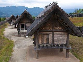 Storehouses for rice and weapons at Kuratoichi.