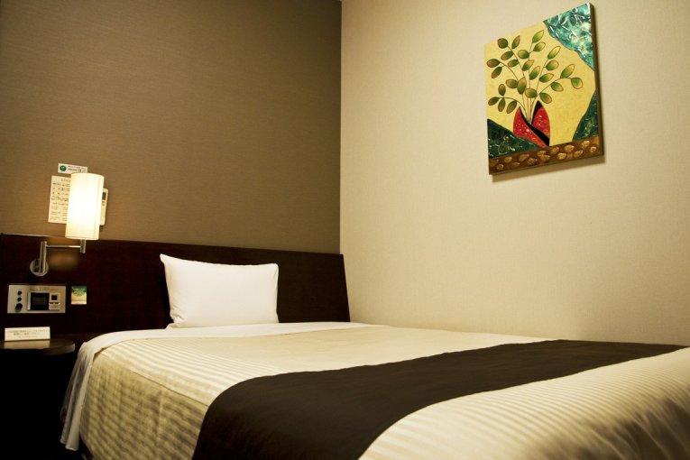 โรงแรมรูธ อินน์ในซากะ เอกิมาเอะ
