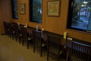 นี่คือร้านอาหารที่ผมชื่นชอบมากๆ ผมเคยทานอาหารเช้าที่นี่ทุกวัน ทานไปชมวิวนอกหน้าต่างไป