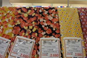 For example, a design of a Japanese apricot flower I found was very nice. I liked this fabric's color and touch.