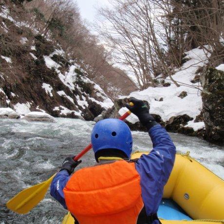 Rafting di Minakami bulan Februari