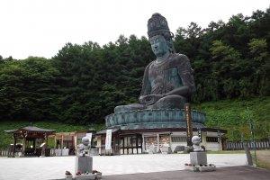 รูปปั้นพระใหญ่โชวะ ไดบุซึ
