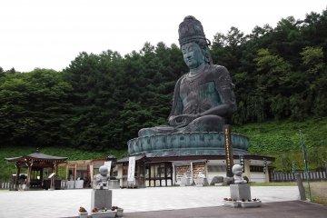 <p>รูปปั้นพระใหญ่โชวะ ไดบุซึ</p>