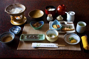 Breakfast time; yudofu (tofu boiled with hot spring water) is a healthy dish and very popular here in Ureshino.
