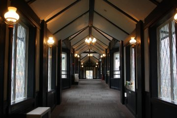 The glamorous corridor connecting the Main and Connection building