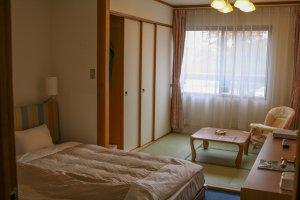 ห้องพักพิเศษสำหรับเด็กๆกับเตียงต่ำ