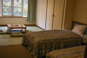 Twin room with tatami living area