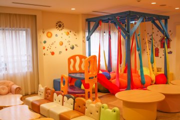 Vibrant playroom to entertain the kids