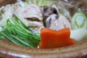 Thưởng thức đa dạng các món ăn tươi ngon theo mùa tại nhà trọ truyền thống