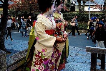 <p>Young ladies in maiko-style kimono</p>