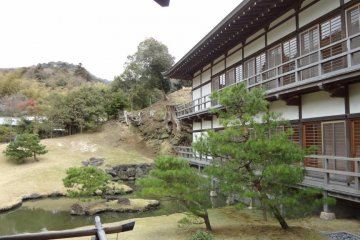 Behind Dharma Hall is Hojo. It used to be the head priest's living quarters, but is now a room for Za-zen training. Take of your shoes, and go into the building. A wooden walkway encircles the main room. A Zen garden sits in back of the room. There are se