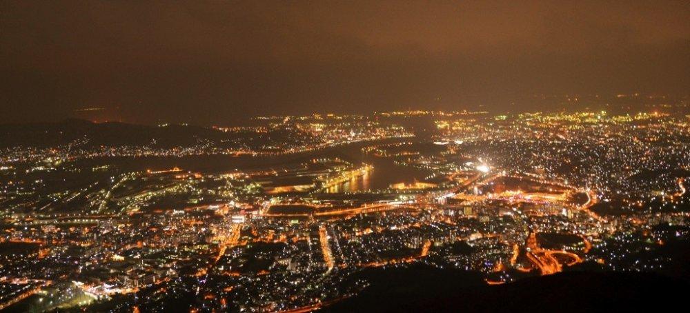 在皿仓山顶饱览北九州美丽夜景