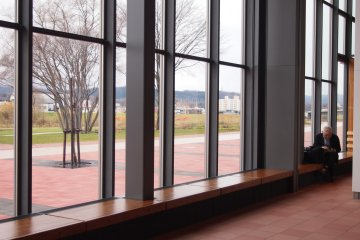 <p>The large, futuristic windows that look out to Asahikawa downtown on one side, and Kaguraku on the other.</p>