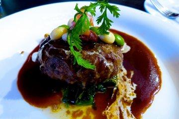 <p>Hamburg steak</p>
