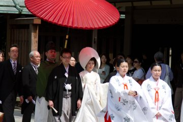 <p>As this is a very traditional wedding ceremony, the couples getting married here all wear the traditional wedding &#39;kimono&#39;.&nbsp;</p>