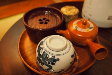 <p>The room also comes with a tea set, which has English instructions on how to enjoy Japanese tea.&nbsp;</p>