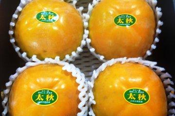 ผลไม้ในท้องถิ่นที่ตลาดของเกษตรกร Ashikita Sashiki