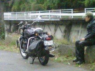 จักรยานยนต์คาวาซากิคันเก่าเป็นวิธีที่ดีในการเที่ยวชมชนบทใกล้ๆ กับคิคุชิ
