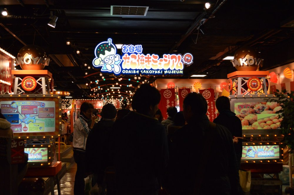 MuseumTakoyaki ,pada dasarnya food court yang menjual Takoyaki!