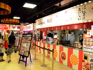 Anda akan dimanjakan dengan pilihan Takoyaki di sini.