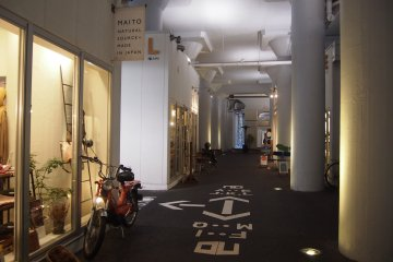 <p>Most of these shops carry items handicrafts&nbsp;made in Japan.&nbsp;</p>