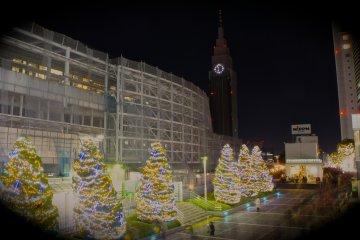 <p>Docomo Tower in background, Christmas illumination at Shinjuku Southern Tower</p>