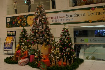 <p>Christmas tree in the Shinjuku Souther Tower building</p>