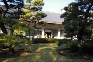 ทางเข้า พิพิธภัณฑ์ซันโนะมะรุ โชะโซะกัง