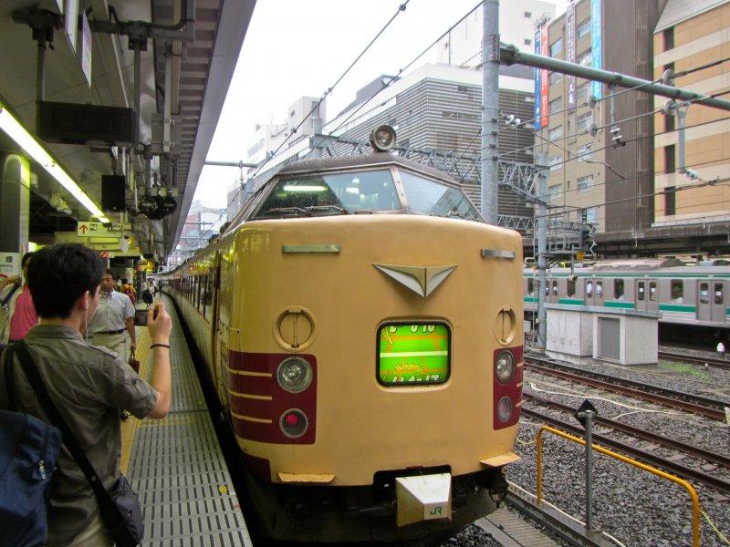 <p>มูนไลท์ เอชิโงะที่สถานีชินจูกุ</p>