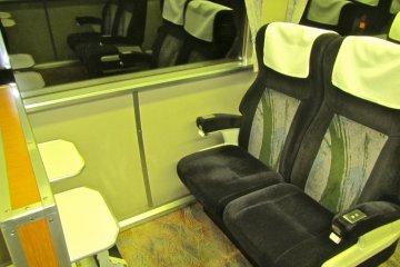 <p>ที่นั่งแบบกรีน คาร์/เฟิร์ส คลาส</p>