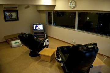 <p>A couple of massage sofas are available at the relaxation&nbsp;room, great&nbsp;views of&nbsp;the city included!</p>