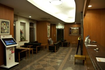 <p>Front desk and lobby</p>