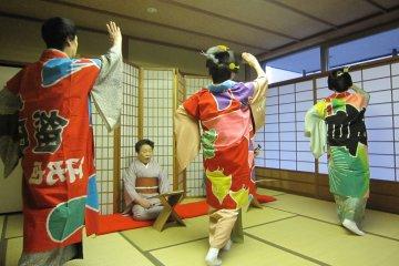 아시하라 게이샤의 춤에 취하다