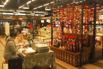 <p>Traditional market inside Echigo Yuzawa station, you can find various souvenirs and snacks here.</p>