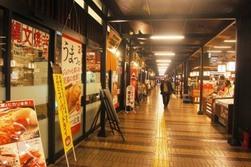 <p>Store and traditional market in Echigo-Yuzawa station.</p>