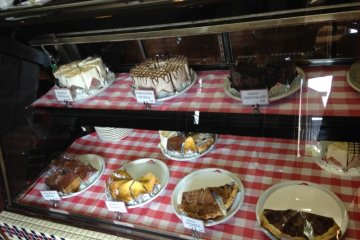 <p>Cakes and pies - specialties of the house</p>
