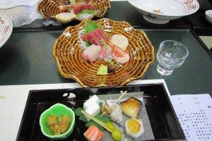 カニしゃぶコースの前菜と刺身
