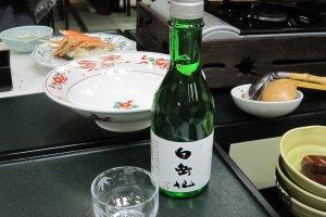 食事のお供には福井の名酒、白岳仙を選んだ